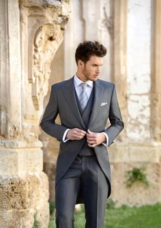 2015 New arrival Slim Fit Latest Design Dark gray Groom Tuxedos Groomsmen  Suits wedding suits for men(Jacket+Pants+ Tie+Vest) ac076a28e47