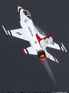 U.S. Air Force | Lockheed Martin F-16CM Fighting Falcon | USAF Thunderbirds                                                                                                                                                                                 Más