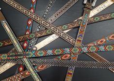 Des ceintures de toutes les couleurs pour que vous sortiez du lot cet été! Westerns, Western Outfits, Symbols, Peace, Clothes, Art, Western Wear, Outfits, Art Background