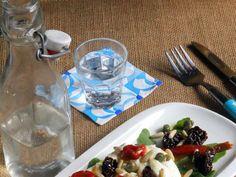 Ensalada de burrata italiana con tomates secos, piñones y rúcula. Receta ligera, fácil y rápida