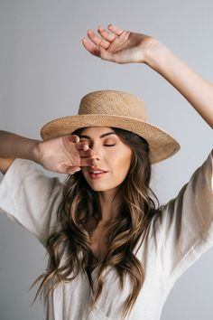 83 Cute Summer Outfits Hats Ideas for Women - Fashion and Lifestyle Classy Outfits For Women, Cute Summer Outfits, Photography Poses Women, Fashion Photography, Fashion Fotografie, Custom Made Hats, Summer Hats For Women, Spring Hats, Outfits With Hats