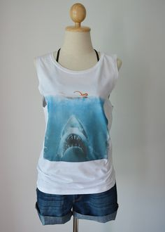 Jaws white shark attack classic movie women's by sodachicshop Other Outfits, Cool Outfits, Summer Outfits, Style Wish, My Style, Graphic Shirts, Tank Top Shirt, Cool Shirts, What To Wear
