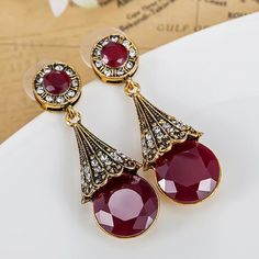 Fashion Colar Feminino Turkish Jewelry Brand Vintage Earrings For Women Shiny Red Resin Brincos Grandes Best Antique Gold Brinco Like it?Visit us: . Fashion Accessories, Fashion Jewelry, Women Jewelry, Vintage Earrings, Women's Earrings, Vintage Jewelry, All About Fashion, Passion For Fashion, Diy Accessoires