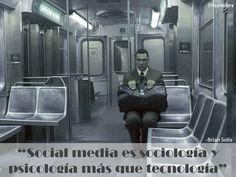 """""""Social media es sociología y psicología más que tecnología"""" -Brian Solis"""