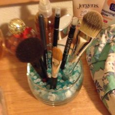 great way to keep your brushes and makeup organized.
