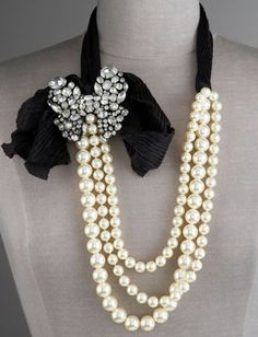 Love this pearls & ribbon & glitter