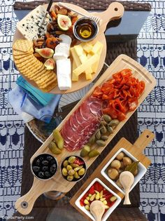 Our Quick & Easy End of Summer Patio Party ideas, a grazing charcuterie board an., Our Quick & Easy End of Summer Patio Party ideas, a grazing charcuterie board and simple decor for a last-minute party and seasonal celebration! by Bi. Charcuterie And Cheese Board, Charcuterie Platter, Antipasto Platter, Cheese Boards, Cheese Board Display, Snacks Für Party, Appetizers For Party, Appetizer Recipes, Simple Appetizers