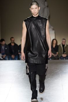 See the complete Rick Owens Fall 2014 Menswear collection.
