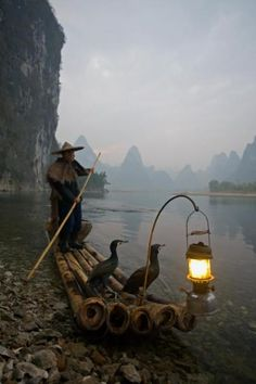 Chinese fisherman on the Li River in Guilin, China Beautiful World, Beautiful Places, Georg Christoph Lichtenberg, Foto Nature, Vietnam, Foto Poster, Guilin, Foto Art, Chinese Culture