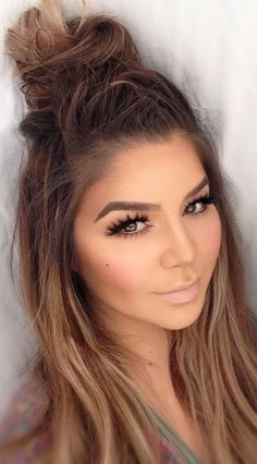 50 Chic Messy Bun Hairstyles 30 Cozy Hairstyles for a Messy Bun Kind Of Day – Farbige Haare Messy Bun Hairstyles, Pretty Hairstyles, Summer Hairstyles, Hairstyle Ideas, Top Braid, Hair Day, Ombre Hair, Gorgeous Hair, Hair Looks