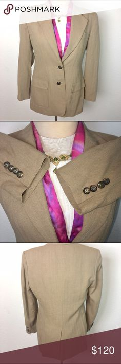 Ralph Lauren Tweed Equestrian horse head blazer This blazer is very nice! Authentic horse head buttons! Rare!!! 😍size 10p excellent condition! Ralph Lauren Jackets & Coats Blazers