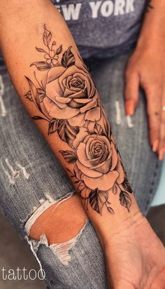 Tag someone who loves tattoos. Beauty jewelry and clothing Informations About Kennzeichnen Sie jemanden, der Tattoos liebt. Beauty Schmuck und Kleidung - flower tattoos P Rose Tattoos For Women, Tattoos For Guys, Cool Tattoos, Small Tattoos, Arm Tattoos For Women Forearm, Fake Tattoos, Glitter Tattoos, Awesome Tattoos, Pretty Tattoos