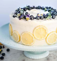 lemon blueberry buttermilk cake with cream cheese frosting, lemon slices and fresh blueberries # lemon cake Lemon blueberry buttermilk cake + lemon cream cheese frosting Lemon Curd Dessert, Lemon Desserts, Lemon Cakes, Lemon Cream Cheese Frosting, Lemon Buttercream, Cream Frosting, Food Cakes, Cupcake Cakes, Cupcakes