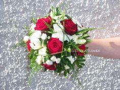 Bouquet de mariée rond rouge/blanc Asparagus Plumosus, Bridal Flowers, Decoration, Floral Wreath, Wreaths, Simple, Plants, Art Floral, Photos