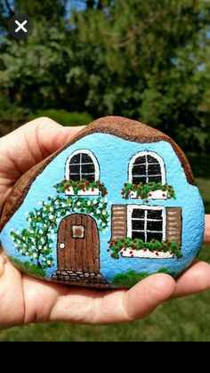 Do you need painted rock design ideas for spreading rocks around your neighborhood or the Kindness Rocks Project? Here's inspiration and tips! Crafts 19 Amazing Painted Rock Ideas for Kindness Rocks Project Pebble Painting, Pebble Art, Stone Painting, Diy Painting, Garden Painting, Cake Painting, Dream Painting, Rock Painting Patterns, Rock Painting Ideas Easy