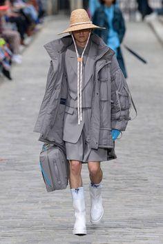 Louis Vuitton Spring 2020 Menswear Fashion Show - Vogue Men's Fashion, Mens Fashion Week, Fashion 2020, Paris Fashion, Spring Fashion, Fashion Design, High Fashion, Fashion Ideas, Vogue Paris