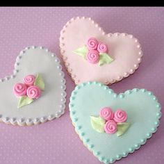 Cute, simple fondant & royal icing cookie treatment.