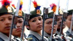 Soldados mulheres/Nepal.