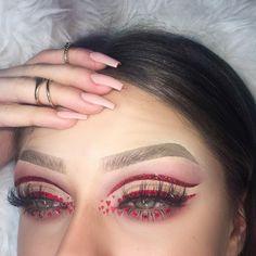 Eyes: @anastasiabeverlyhills modern renaissance @nyxcosmetics kitten heels no name red glitter swarovski crystals Lashes: @lillylashes hollywood