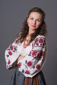 Ukrainian beauty in embroidery shirt. Українська красуня у вищиванці.