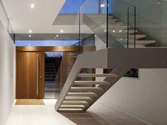 Escada e Porta de Madeira
