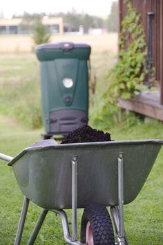 Biolan Pikakompostori 220eco on kompostori keittiöjätteen ympärivuotiseen kompostointiin. Lämpöeristetty rakenne ja tehokas ilmanvaihtojärjestelmä tuottavat kompostia nopeasti. Charcoal Grill, Wheelbarrow, Garden Tools, Grilling, Outdoor Decor, Charcoal Bbq Grill, Yard Tools, Crickets