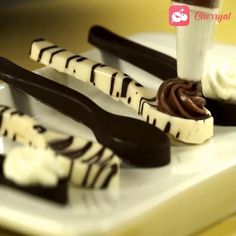 Chocolate Candy Recipes, Chocolate Spoons, Chocolate Molds, Chocolate Gifts, Köstliche Desserts, Delicious Desserts, Yummy Food, Summer Dessert Recipes, Dessert Spoons
