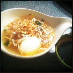 Het tweede artikel in Global Cuisine draait om de Surinaamse keuken. Francesca maakte voor ons authentieke Surinaamse saoto soep.