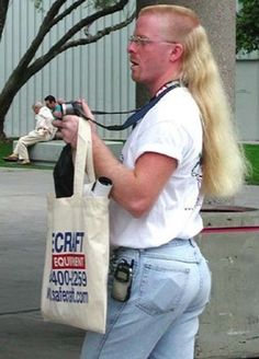 25 Sexiest People Of Walmart – Holytaco - Gotta ♥ Mullets! Bad Hair Day, I Love To Laugh, Make Me Smile, Cool Mullets, Que Horror, Darwin Awards, People Of Walmart, I Laughed, Laughter