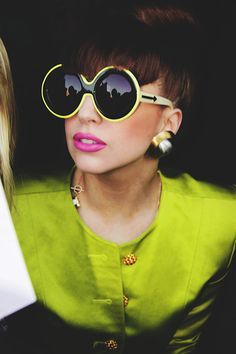 See Lady Gaga pictures, photo shoots, and listen online to the latest music. Sunglasses Outlet, Ray Ban Sunglasses, Retro Sunglasses, Round Sunglasses, Lady Gaga, Fashion Models, Fashion Tips, Fashion Design, Fashion Photo