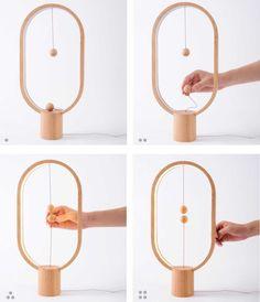 La Heng Balance Lamp est une magnifique création des designers du studio néerlandais Allocacoc DesignNest, qui ont imaginé un étonnant interrupteur en lévitation. Avec un subtil mélange de bois, de LEDs et de force magnétique, la Heng Balance Lamp remplace le traditionnel interrupteur par deux boules en bois, lévitant sans se toucher au centre de la lampe grâce à de puissants aimants. Pour éteindre la lampe, il suffira de séparer les deux boules !