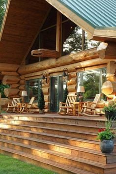 Pioneer Log Homes of BC has 40 years experience designing and building luxury cedar log homes and cedar log cabins. Timber Cabin, Timber Frame Homes, Timber House, Cabins In The Woods, House In The Woods, Cabin Homes, Log Homes, Porche Chalet, Little Log Cabin