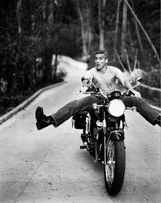George Clooney on his Triumph Bonneville