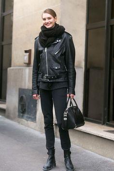 all black errrythang. #SanneVloet #offduty in Paris.