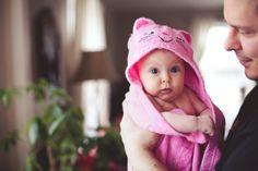 Baby Bath LifeStyle Photography with pink cat towel | www.colimaciestudio.com | Colimacie Studio Photographe Sherbrooke Pink Cat, Lifestyle Photography, Towel, Bath, Studio, Bathing, Bathtub, Towels, Study