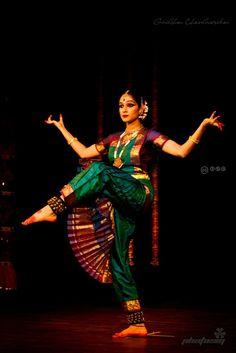 Bharathanatyam by Sahana Folk Dance, Dance Art, Isadora Duncan, Belly Dancer Costumes, Indian Dance Costumes, Indian Classical Dance, Dance Paintings, Indian Heritage, Dance Poses