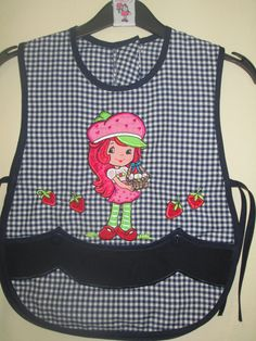 MODELO TRADICIONAL,TALLA PREESCOLAR,BORDADO ROSITA FRESITA Charlie Brown, Needlework, Apron, Sewing Projects, Sewing Patterns, Shabby Chic, Quilts, Couture, Lady