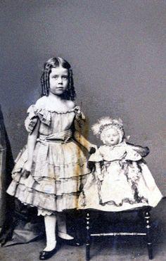 the last door down the hall: Girls & Their Dolls - Freebies