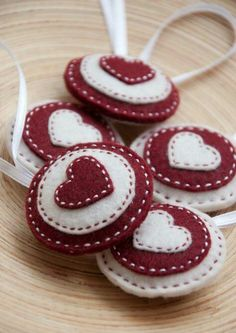 Items similar to Round felt ornaments - set of 5 circles in red and white, felt heart ornaments on Etsy Christmas Makes, Noel Christmas, Homemade Christmas, Valentine Crafts, Christmas Projects, Holiday Crafts, Valentines, Felt Projects, Felt Christmas Decorations