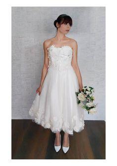 Ehi, ho trovato questa fantastica inserzione di Etsy su https://www.etsy.com/it/listing/516693191/tea-length-wedding-dress-bridal-gown-50s