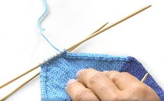 Tuto tricot : Tricoter des chaussettes de laine | - buttinette - loisirs créatifs Knitted Hats, Knitting, Crochet, Creative, Blog, Easy Knitting, Tricot Facile, Tuto Tricot, Free Knitting