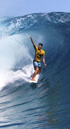 Will Gabriel Medina be the first of all Brazilian Males's Globe Champion? Será Gabriel o primeiro brasileiro Campeão Mundial de surfe? Surf Quotes, Billabong, Gabriel, Mens Fleece Hoodie, E Skate, Brazilian Men, Surf Accessories, Surfing Pictures, Surf City