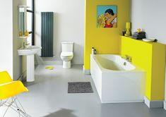 idées déco salle de bain - carrelage sol gris perle, baignoire encastrée, peinture jaune et tableau décoratif