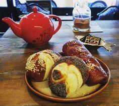 #brezel #originalbrezel  #evyapımı #laugenstange #backen #baking #sisli #bomonti #bomonticafe #bagel #homemade #keyif #vegetarian #cozy #espresso #foodporn #instafood #instacafe #instaistanbul  #mahallecafe  #deutscherkuchen #laflafa  #germancakes #takeawaycoffee #takeawaycake #siparis #vegetarisch #istanbul #berlinstyle #chitchat by laflafa