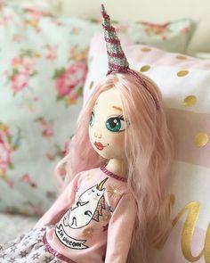 Merhaba güzel gün...  Günaydın güzel insanlar...  . . . #sudanseyler #sudanseyler_atolyesi #günaydın #goodmorning #todayslovely #unicorn #unicornlover #pink #pembe #cute #bebek #bezbebek #bezbebekyapımı #bezbebekkursu #fabric #fanricdoll #doll #dollstagram #handmade #handmadedoll #homemade #clothdoll #ragdoll #artdoll #decor #decoration #tilda #moda #hediye #gift
