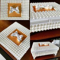 Linda caixa tida trabalhada em pérolas com aplique de laço. Um luxo!!!! #casar2015 #noiva #casamento #batizadomenina #batizado #detalhesquefazemadiferença #lembrancinha #lembrancinhaspersonalizadas #perolas #noivadoano #noivas #noivado