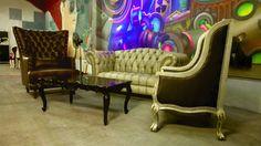 Hermosa decoración al estilo vintage. Gracias por su confianza @enchulateconguss en esta nueva etapa. Síguenos también en Facebook: https://www.facebook.com/mueblesvintagenial Whatsapp: 2226112399 #vintage #retro #trendy #love #deco #fashion #hechoenmexico #muebles #sillas #decoracion #mobiliario #sillones #puebla #mexico #mueblesvintage #mueblesretro #tallado #luisxv #buengusto #consola #chester #chesterfield #sillones #decoracion #clasico #shabby #showroom