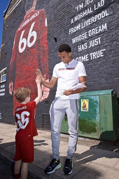 Liverpool Squad, Liverpool Anfield, Liverpool Champions, Liverpool Players, Liverpool History, Liverpool Football Club, Arnold Body, Liverpool Fc Wallpaper, Alexander Arnold