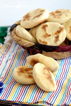 Mini Batbout: Traditional Moroccan bread baked in a pan - - Moroccan Bread, Baguette, Homemade Sandwich Bread, Bread Dough Recipe, Ramadan Recipes, Spicy Recipes, Bread Baking, I Love Food, Sandwiches
