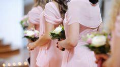 Die Kleidung der Brautjungfer / Bridesmaid